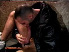 Arab Man with 28 cm dick masturbates