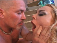 Blondie's lover wants to taste his own cum