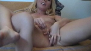 Two girls fool around pussy licking each other [CLIP]