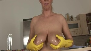 busty MILF playing wild in her