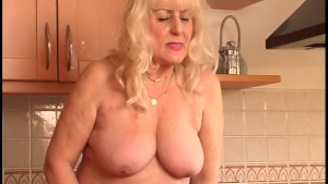 Chunky blonde satisfies herself [CLIP]