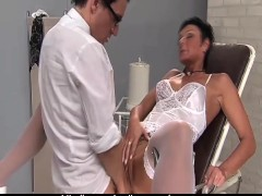 Movie:Brunette doing Gynecolog!