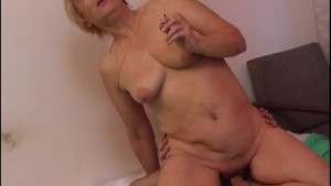 chunky mature bends over and shows her mature ass