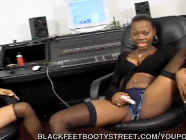negro piger og bryst