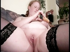 Chunky blonde suck her own nipples