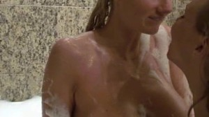 FANTASY BATH – AMATEUR BISEX