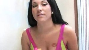 Busty babe Kitty Bella receive