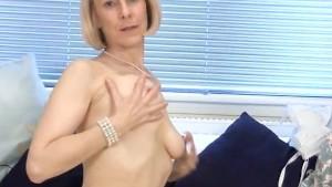 Granny housewife fucks a cucum
