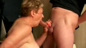 Granny sucking the big cock re
