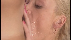 Blonde gets a jizz facial