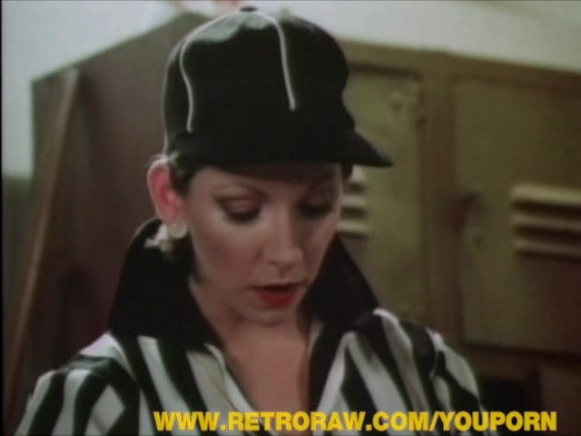 Stunning retro chick swallowing cum