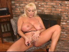 Picture Kandi Cox shows off her big tits and hot pus...