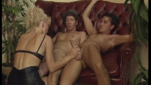 Blondie pleases both men and gets pleased by both