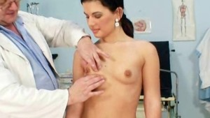 Gyno doctor speculum examines