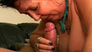 Horny MILF wants to work it ou