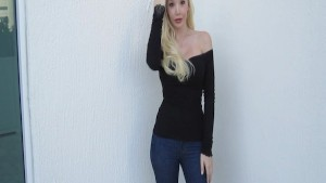 Ana Mancini in tight Jeans!