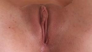 Amateur Cutie Rubs her Clit Till Orgasm