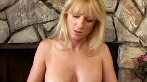 Horny Milf Lotions Up To Mastu