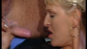 Mature chick gives good head