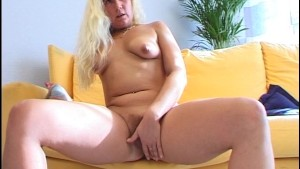 Masturbating Babe turns up the heat (CLIP)