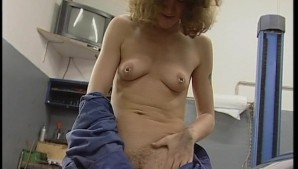 Horny chick likes to use a screw driver (CLIP)