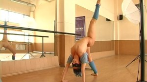 Flexi gymnast girl nude posing