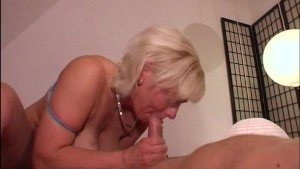 Blonde with big jugs gives hel