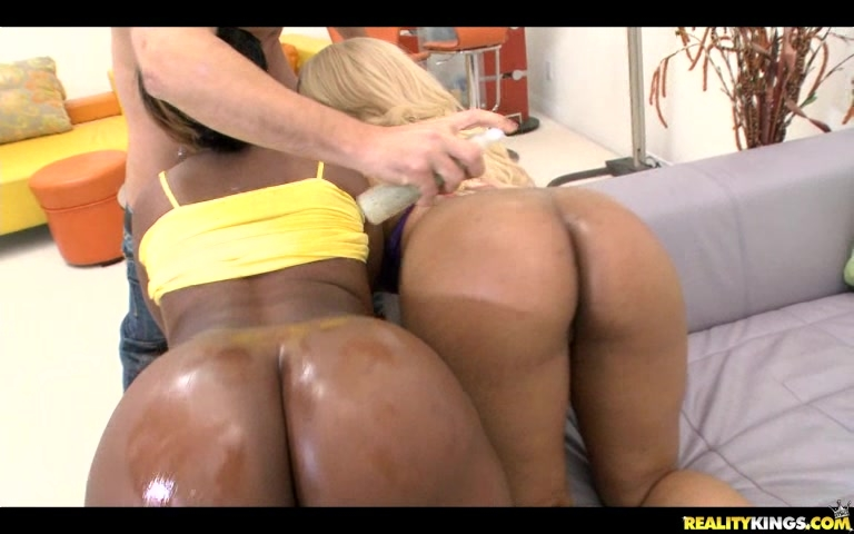 Two Ebony Babes Give Blow Job