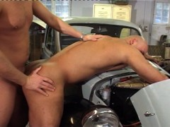 Mechanic Finds A New Tool To Get The Jobe Done