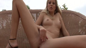 Hot rose fingering herself outside - Xisty