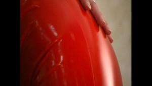 Wet fetish fun in lycra (clip)