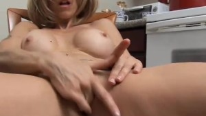 Sexy MILF has a wet pussy