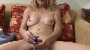 Mature babe has a pierced pussy