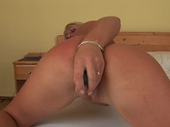 Horny Dionne works both her holes