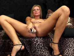 Picture Blonde Kiki masturbates and pees a little