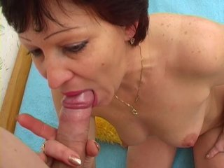 Likes Suck Older video: Older lady still likes to suck cock