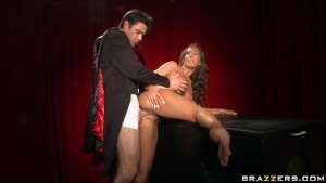 BUSTY BIG-TIT & ASS BRUNETTE DEEP-THROATS MAGICIAN