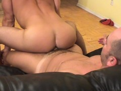 Muscle Man Lifting Guy for Sexy Blow - Twisty's