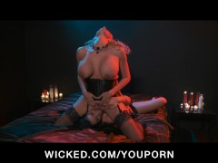 Picture PUSSY LICKING LESBIAN BABES IN STOCKINGS HAV...