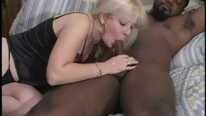 Interracial couple fuck like rabbits - Gentlemens Video