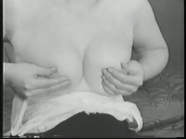 Sexy vintage girl having fun - Gentlemens Video
