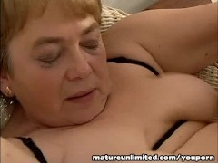 - Moms is balls Licking ...
