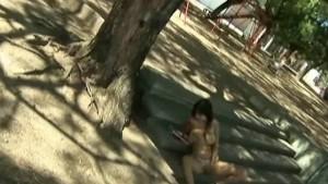 Desnuda en el parque
