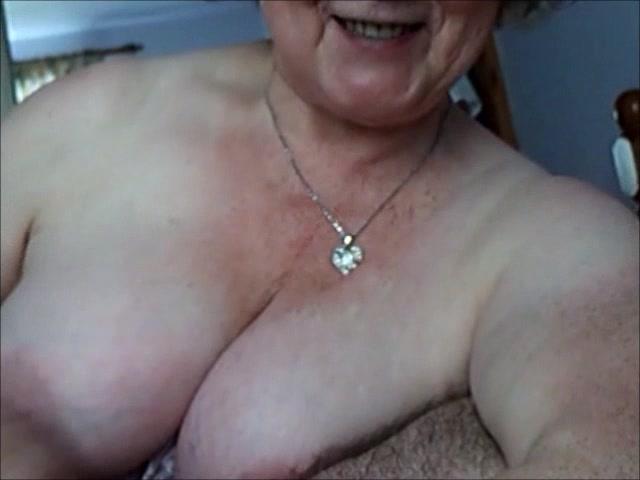 Busty mature slut titwank