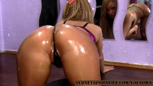 AMAZING SEXY OILED ASS GETS FUCKED !!