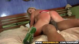Micheli Couto blows on cock in Brazilian Vixen