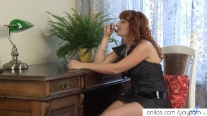 Mature redhead cums on dildo
