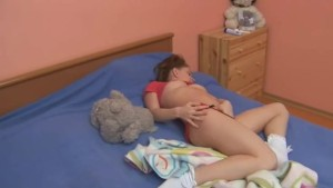 Sleepy teen rubbing her sleepy hole