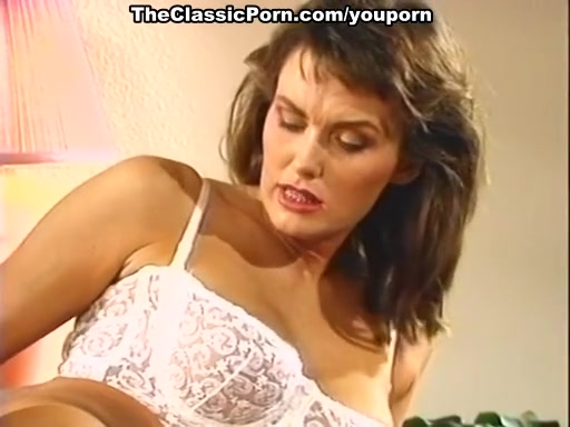 Unbearable doggy sex for retro babe