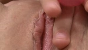 18yo tries a vibrator for the first time